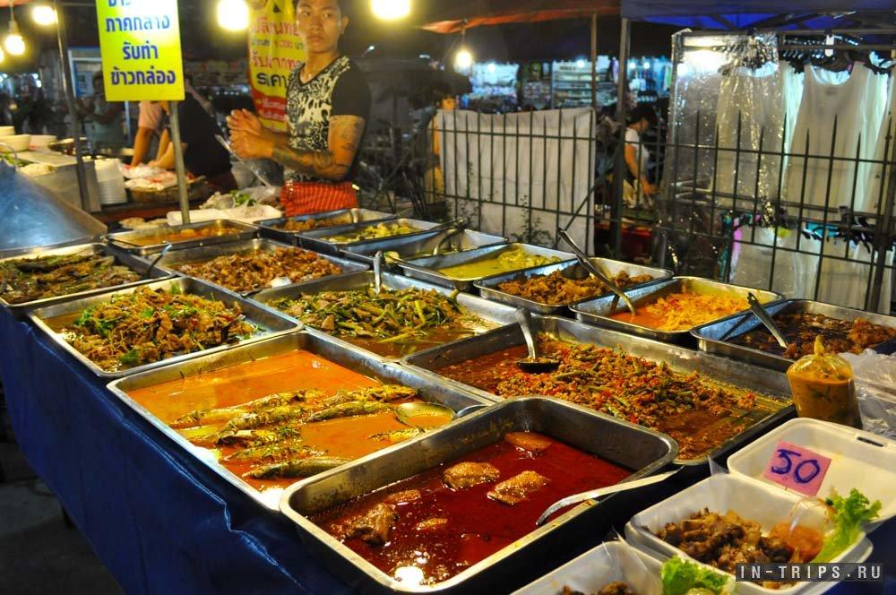 Еда на ночном рынке Пхукета.