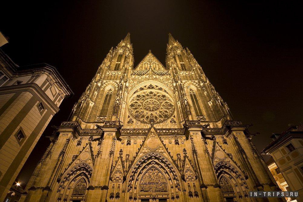Виды с ночной экскурсии по Праге.