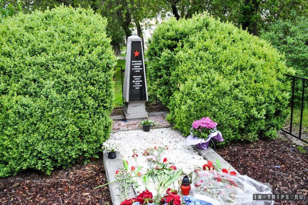 Памятник красноармейцу.