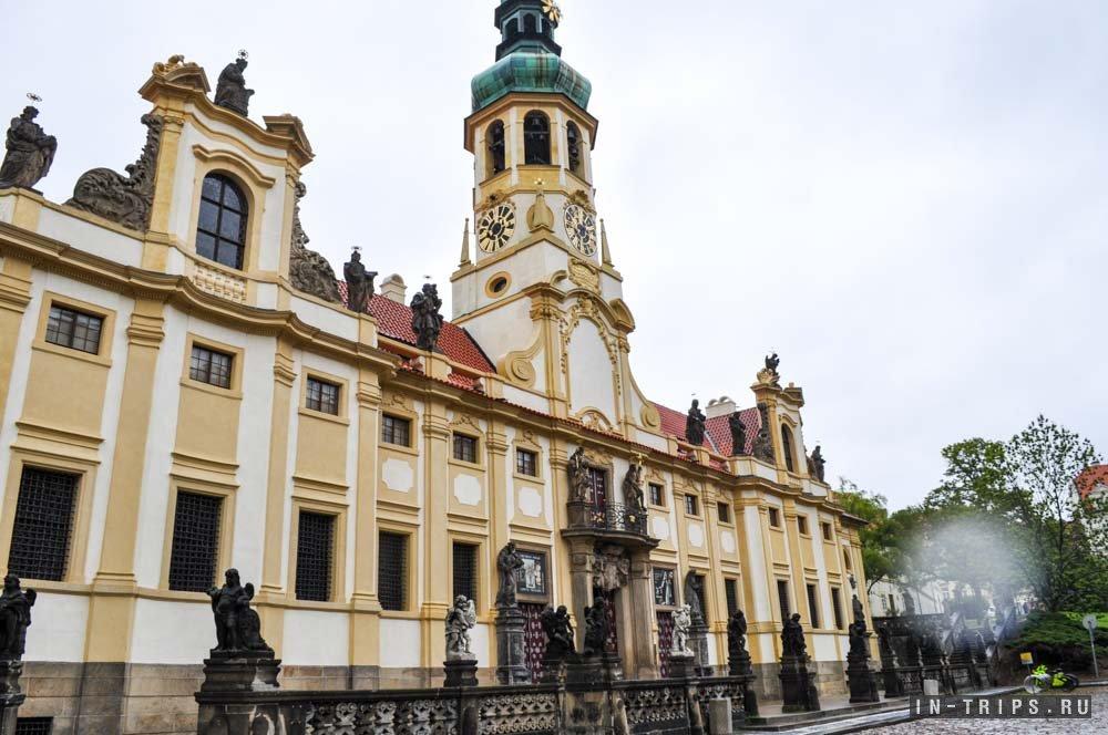 Пражская Лорета, вид со стороны Чернинского дворца.