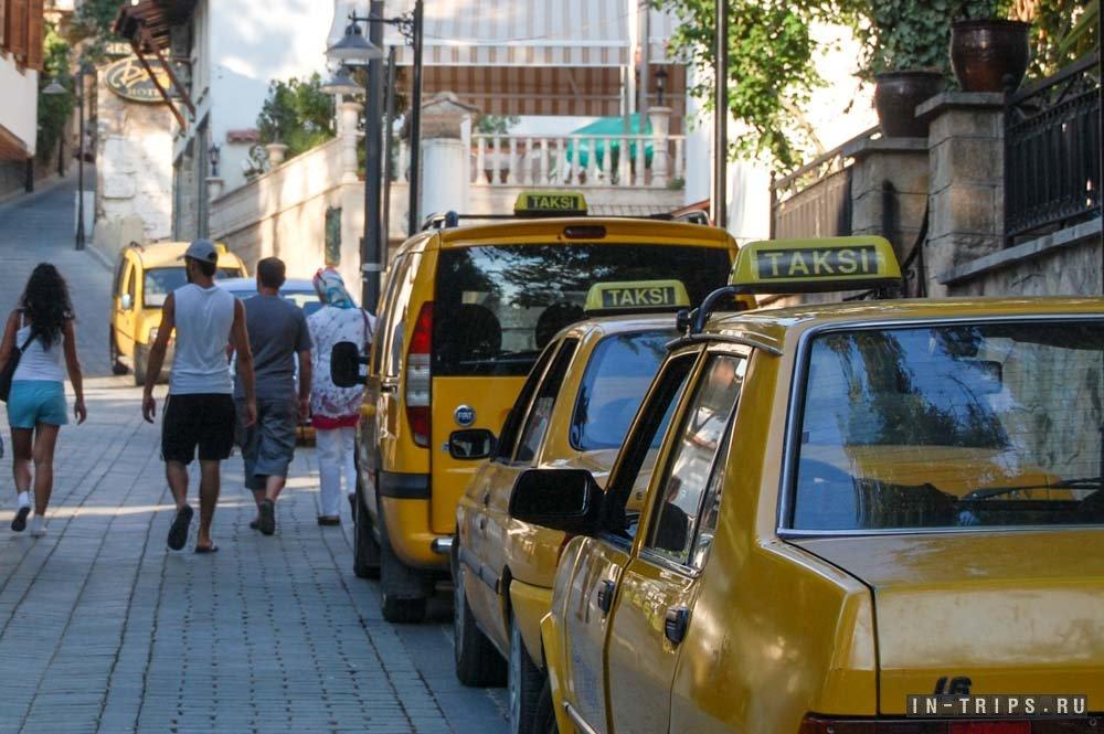 Удобней всего из Анталии до Кемера доехать на такси.