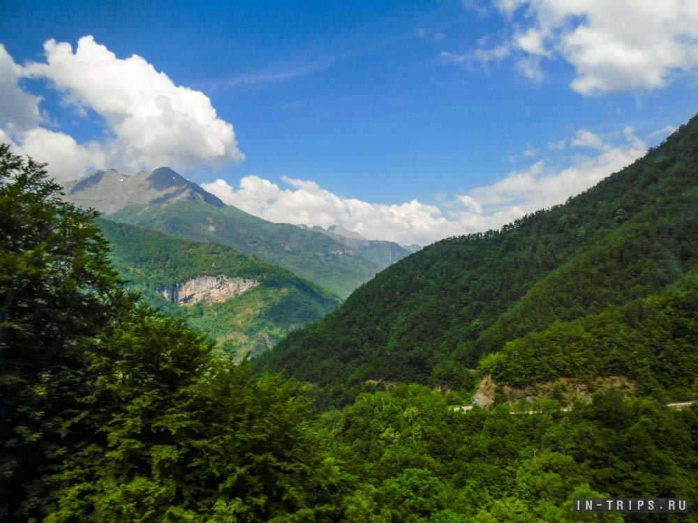Горы в национальном парке Дурмитор, большая часть страны выглядит примерно так же.