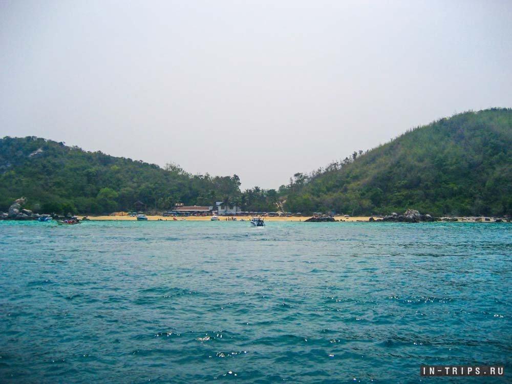 Вот так выглядит пляж Тай Яй с воды.