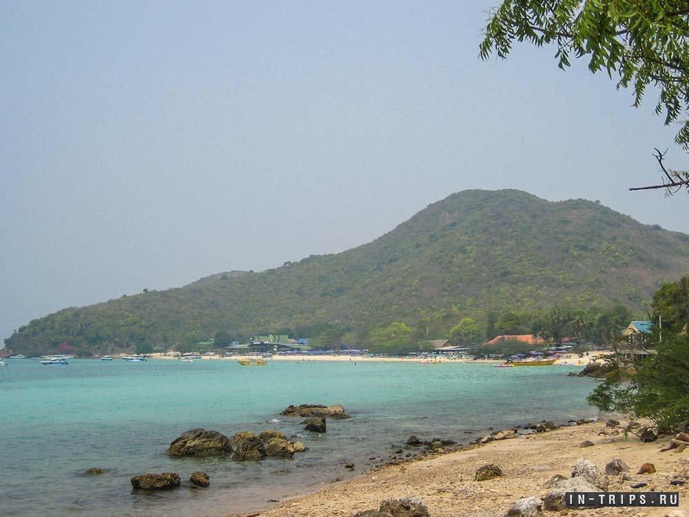 Вид на пляж Тиен со стороны парковки.