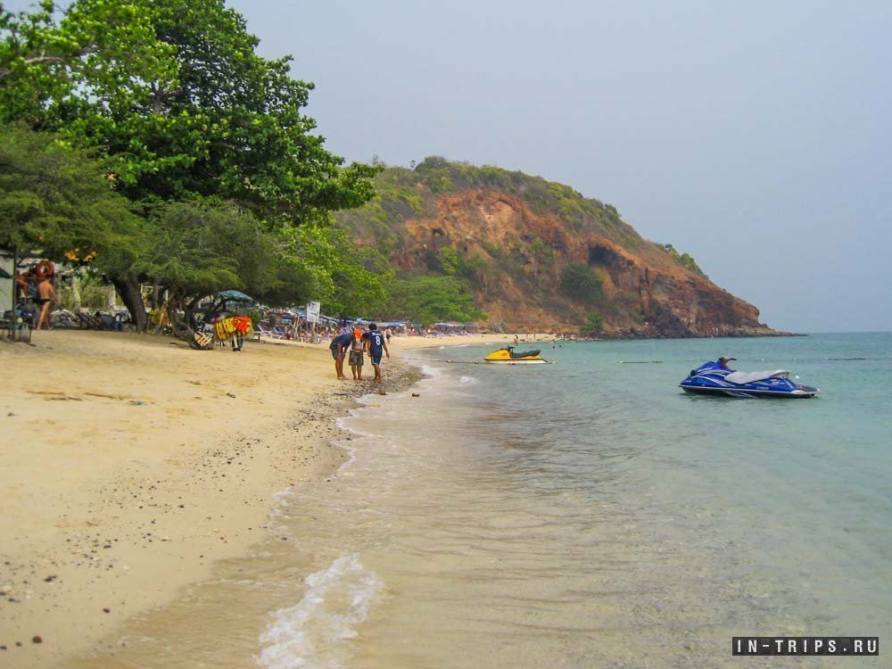 Это пляж Нуал, в самом конце пляжа (у скалы) живут обезьяны, и там же в море можно снорклить и любоваться подводной жизнью.