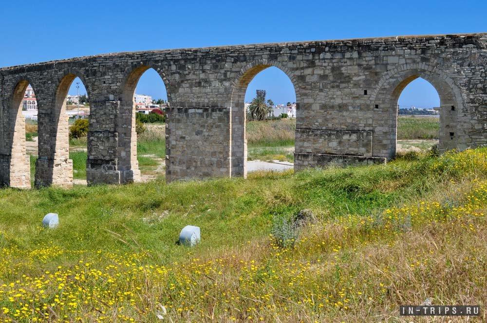 Открыточный вид на акведук Камарес.