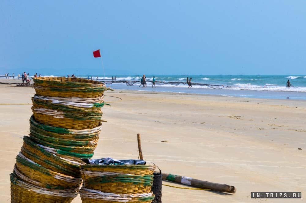 Рыбаки на пляже Варка в южном Гоа.